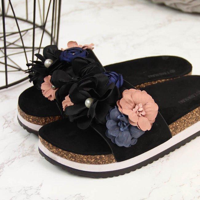 Klapki damskie z kwiatami na platformie czarne T.Sokolski