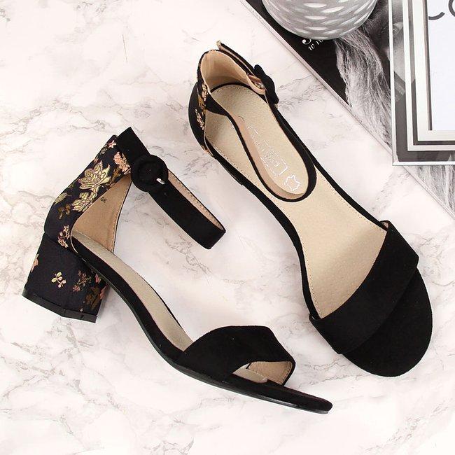 Sandały damskie na klocku w kwiaty czarne Filippo