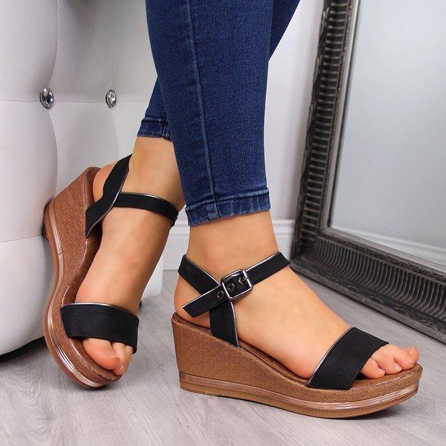 Sandały damskie na koturnie czarne eVento