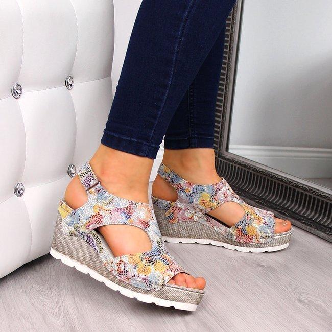 Sandały damskie skórzane na koturnie Dolce Pietro