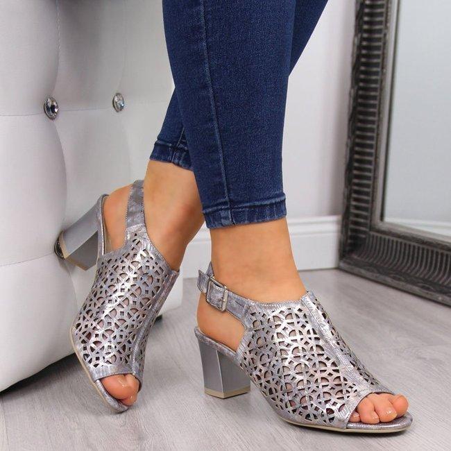 Sandały damskie zabudowane ażurowe lawendowe Jezzi