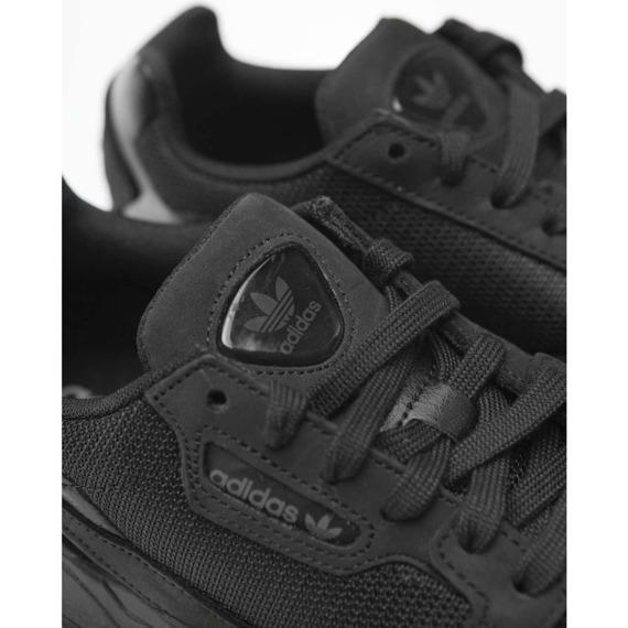 Sneakersy damskie zamszowe Adidas Falcon W G26880
